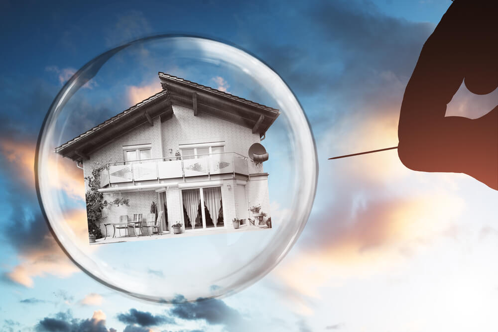 Analyst Warns: 'Housing Bubble 2.0' About to Pop