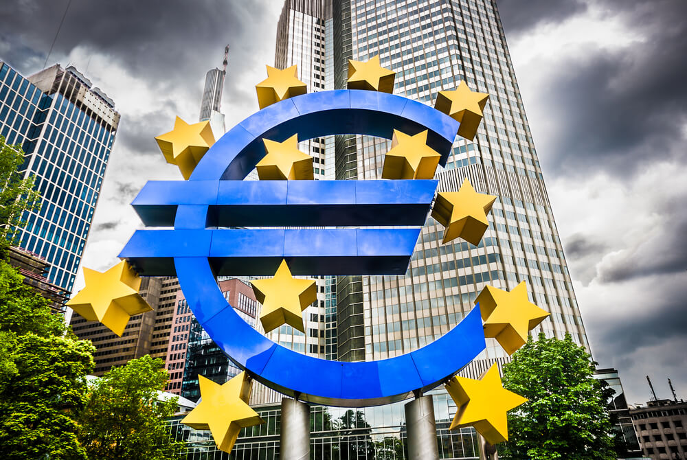 Draghi Drives ECB Rates Further Into Negative Territory to Stimulate EU Economy